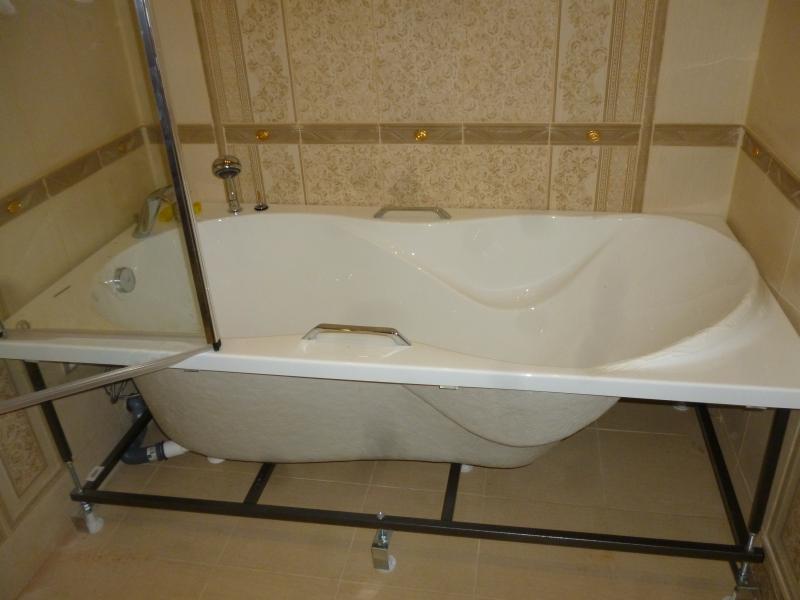 Установка угловой акриловой ванны на каркасе своими руками