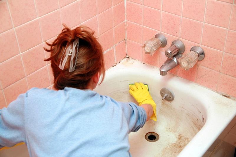 Как почистить чугунную ванну