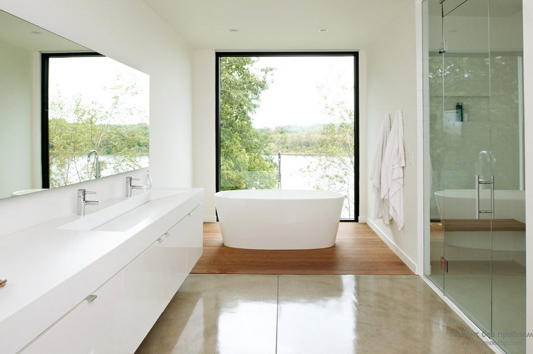 Большое окно в ванной