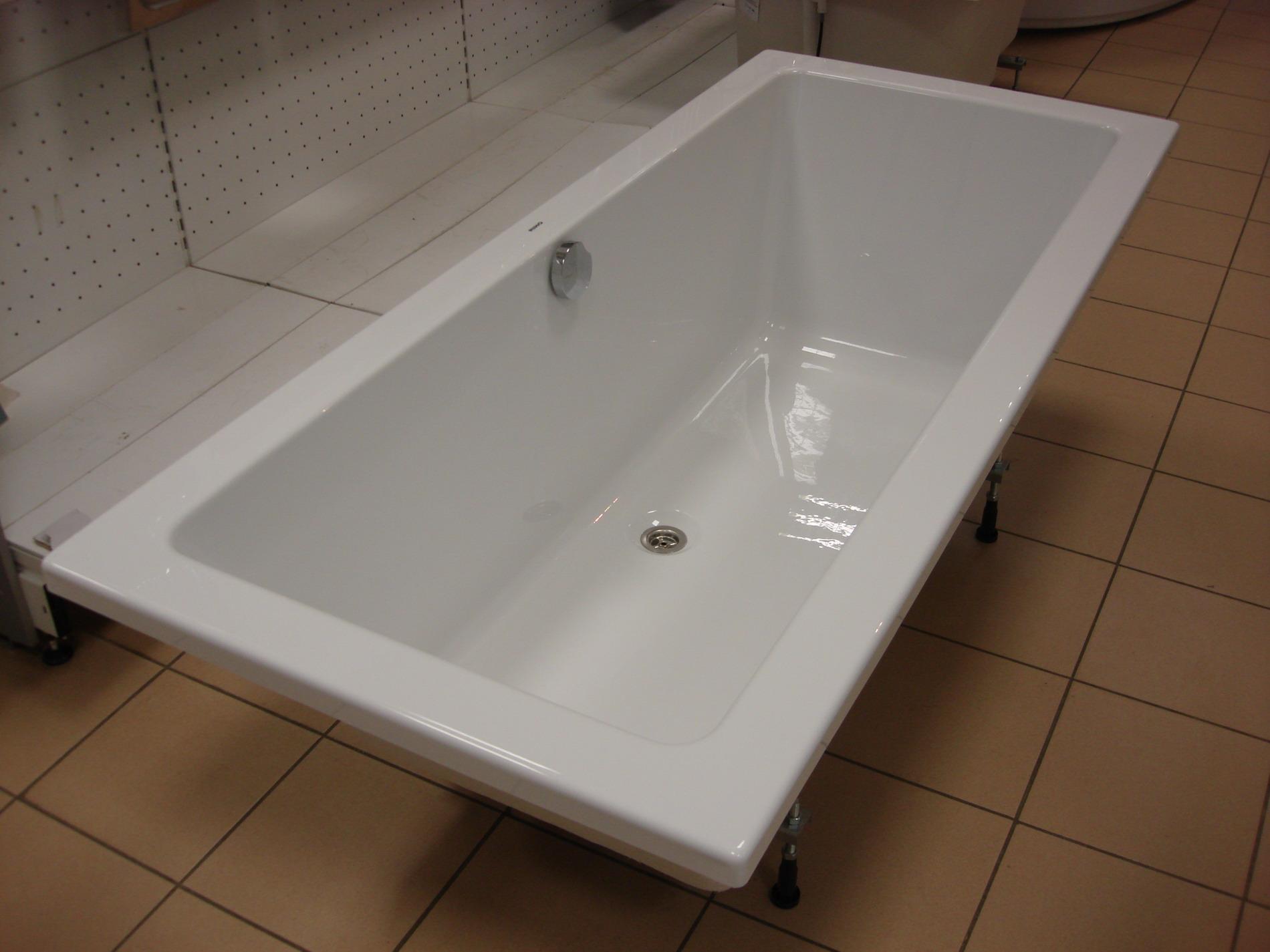 Акриловая ванна в магазине