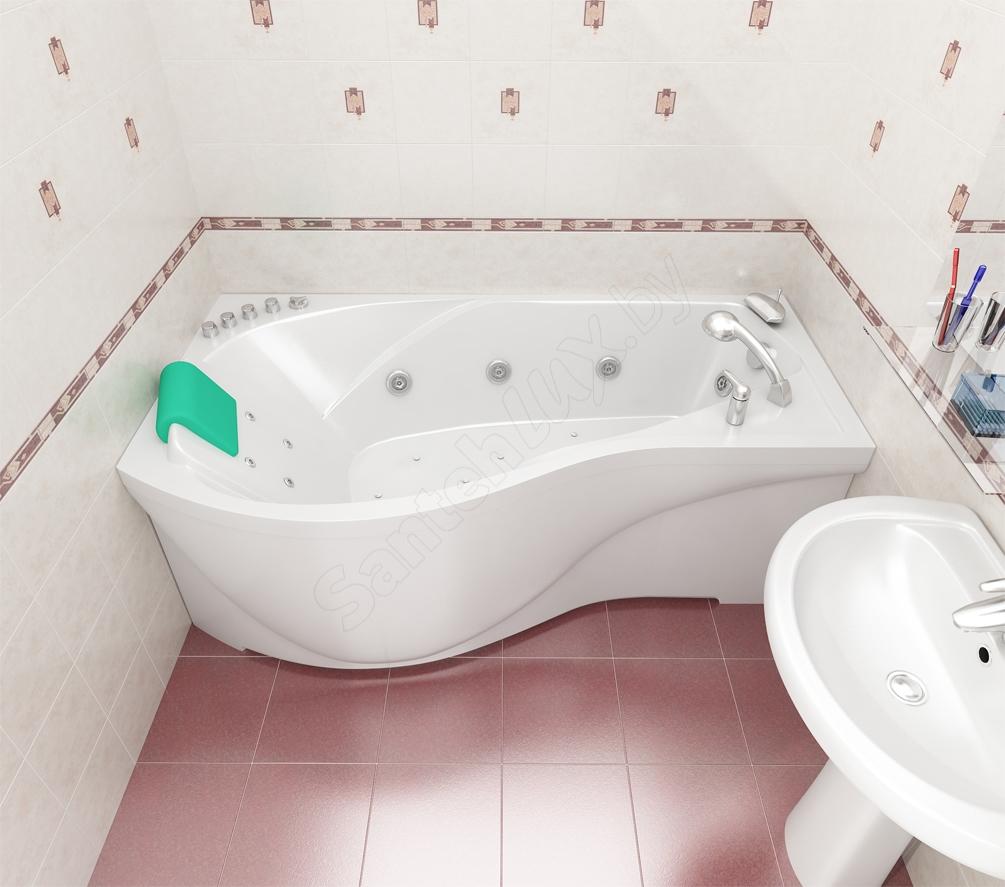 Небольшая акриловая ванна