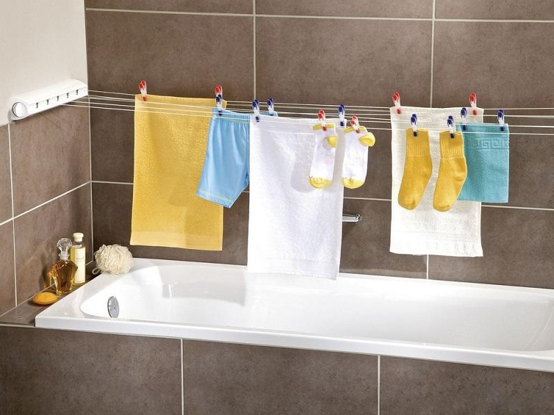 В ванной сушится белье