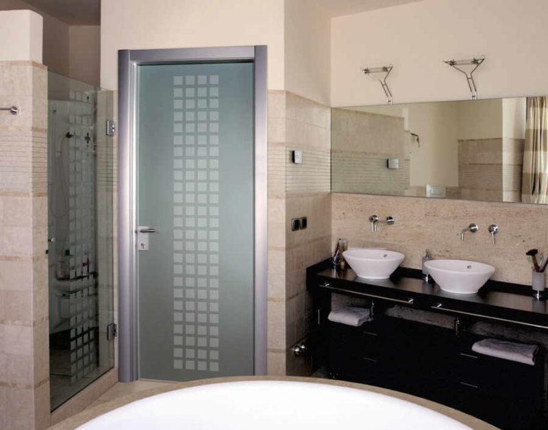 Современная дверь в ванную