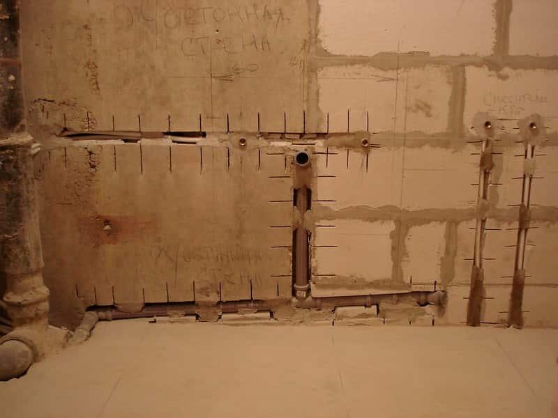 Трубы в бетоне