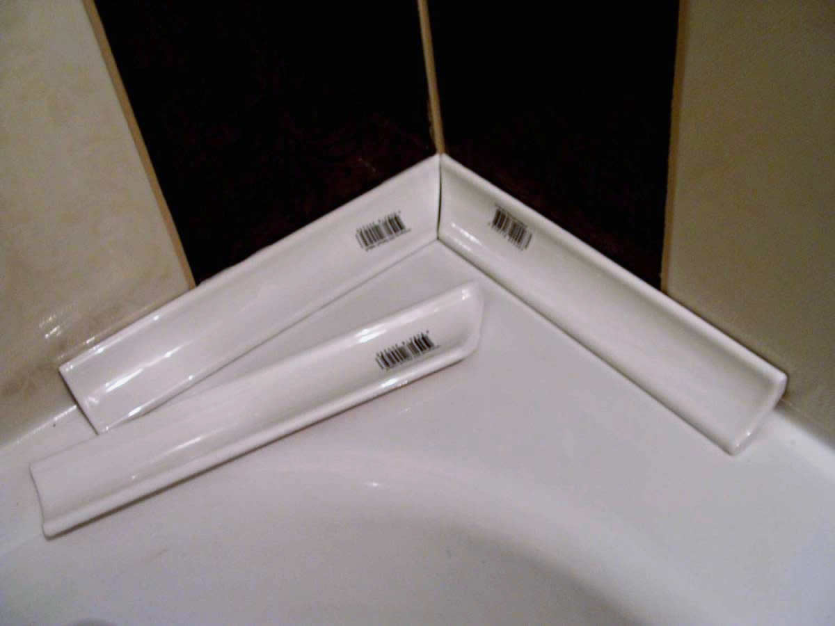 Чем заделать расстояние между ванной и стеной