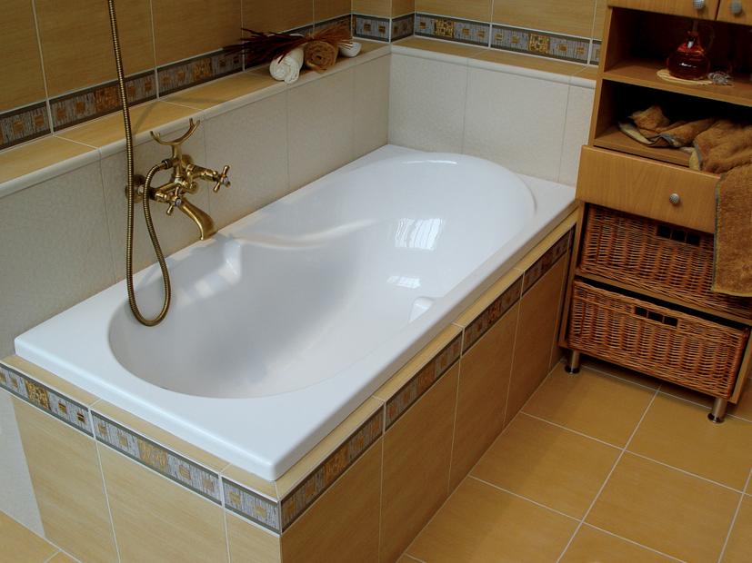 Простая акриловая ванна