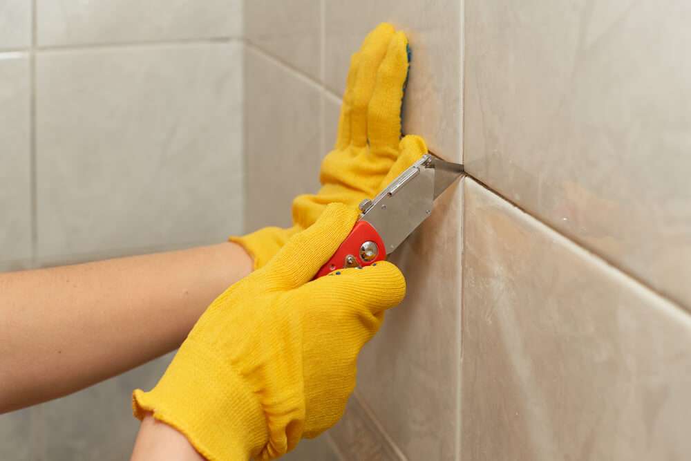 Как отмыть плитку: чистка швов
